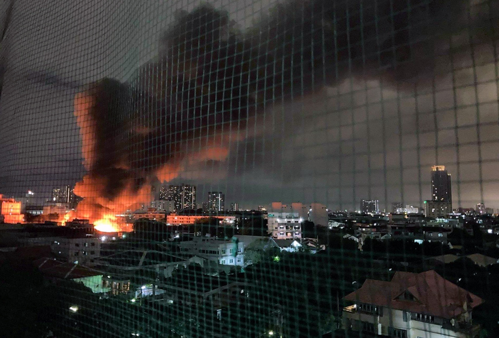 Huge Blaze in Khlong San Leads to the Evacuation of 76 Homes