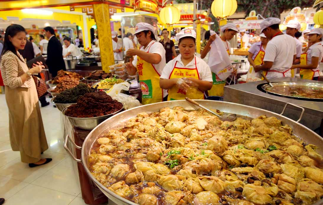 Pop-up stores selling foods during the vegetarian festival