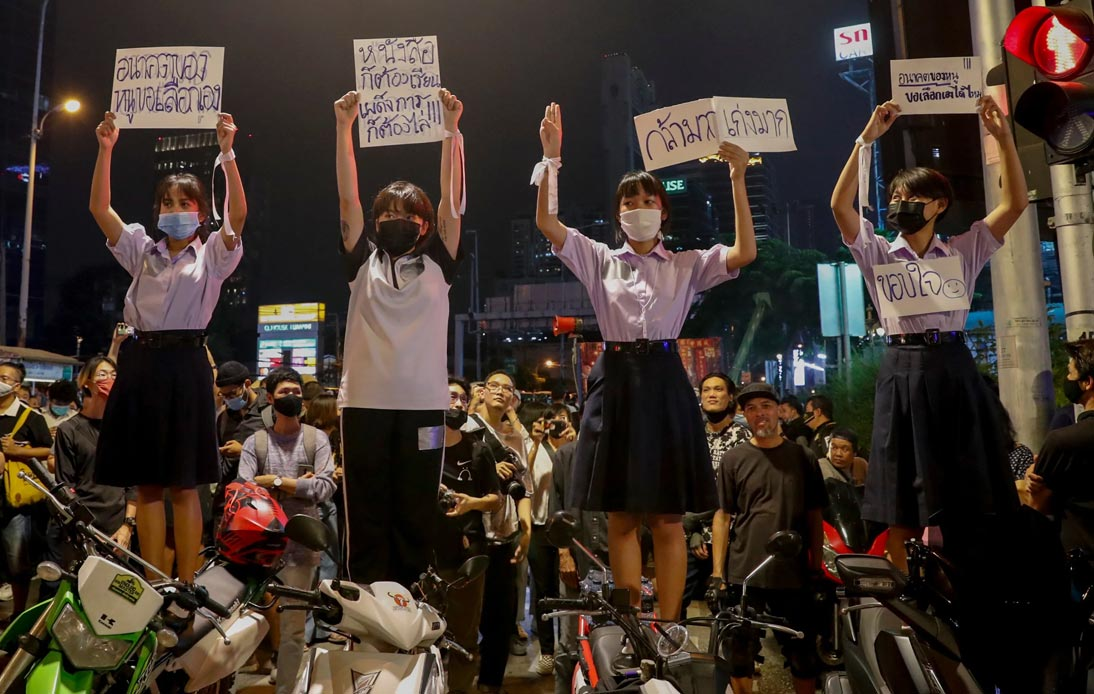 Students express opinions againt government