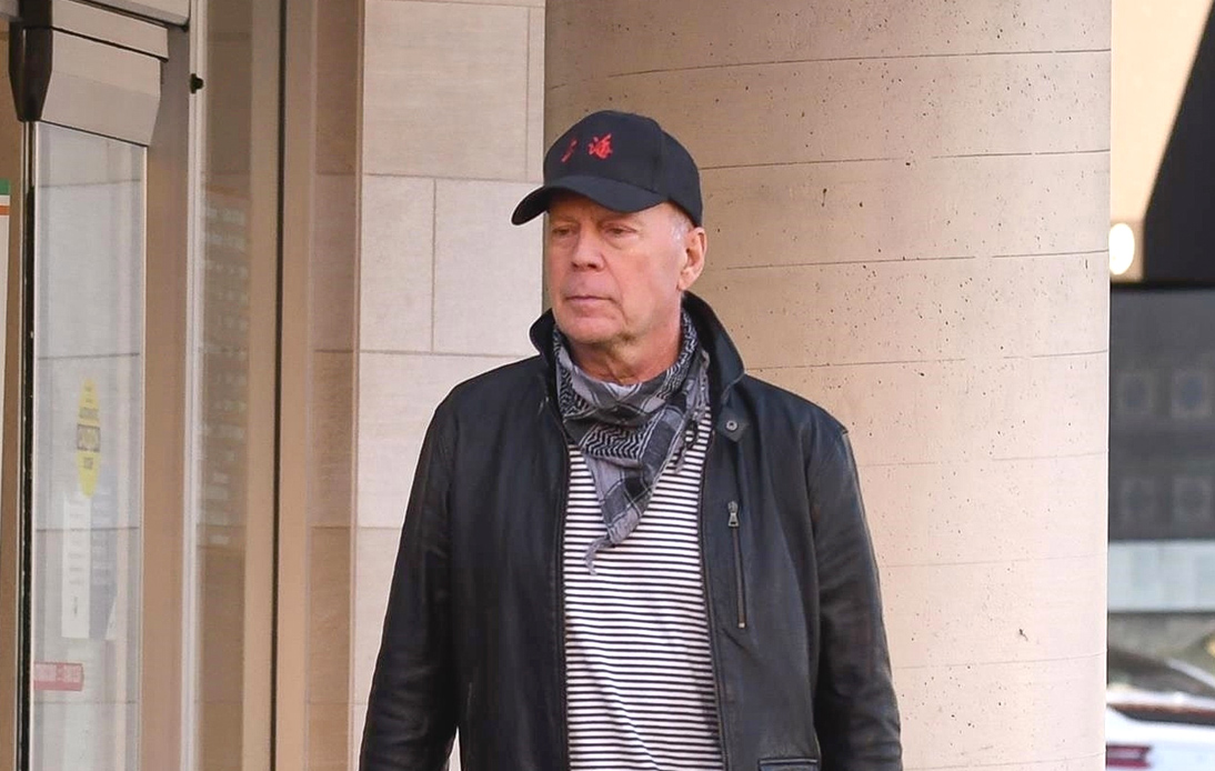 """Bruce Willis Admits """"Error in Judgment"""" for Not Wearing Mask"""