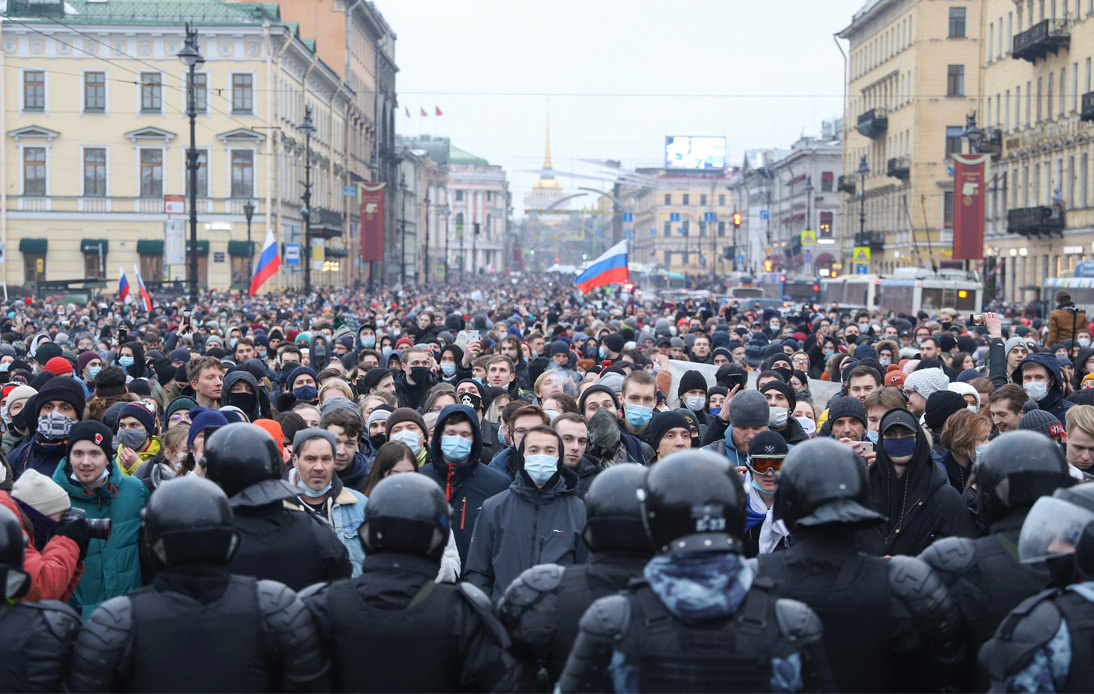 Thousands of Russians Join Fresh Protests Alexei Navalny' Release