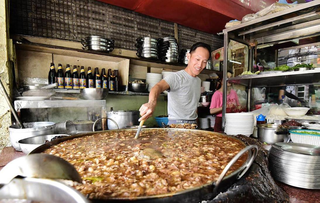 "Ekkamai Beef Soup Vendor Given ""Essence of Asia"" Award"