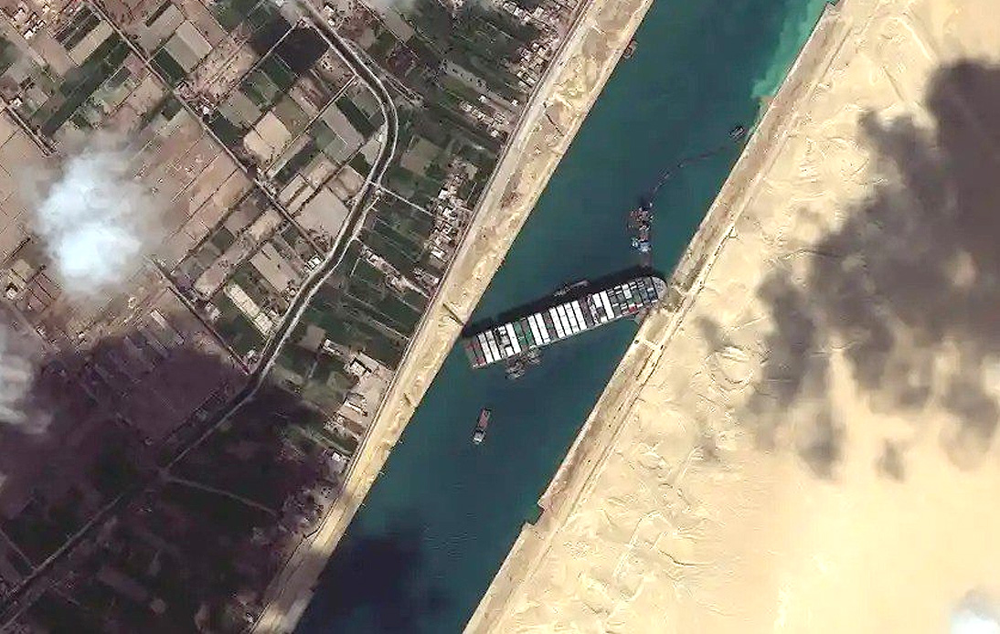 Egypt Orders Offloading of Containers on Stricken Ship