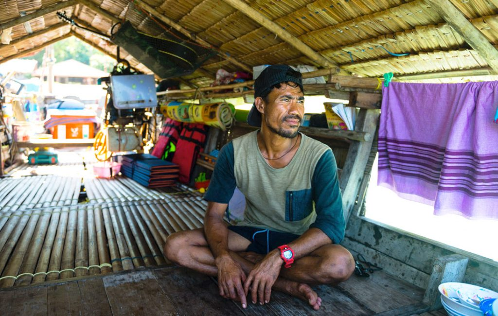 "Thai ""Sea Gypsies"" Forced To Adapt to Life on Land"