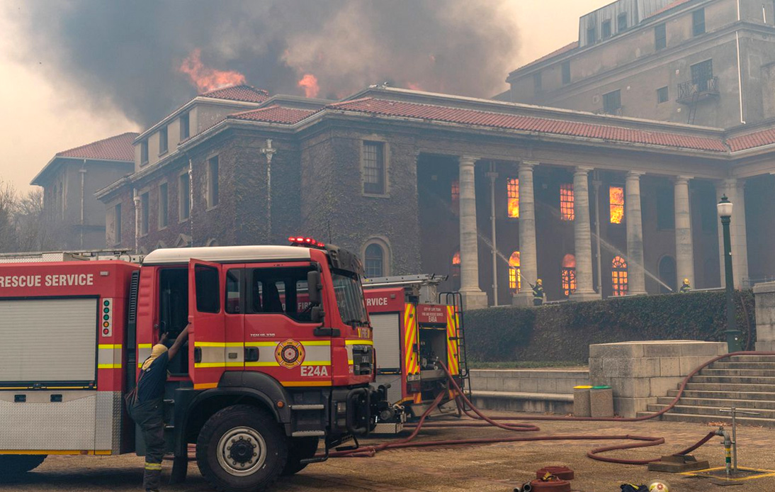 Table Mountain Wildfire Extends to University of Cape Town