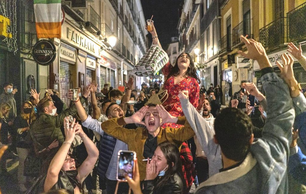 Hundreds of People Party in Spain As COVID-19 Curfew Ends