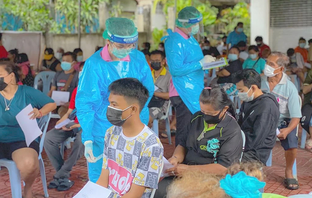 Govt Accelerates Vaccination Rollout As Cases in Klong Toei Rise