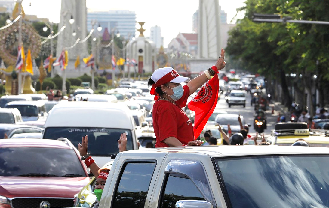Protesters Stage Car Mob, Call on Prayut To Resign as PM