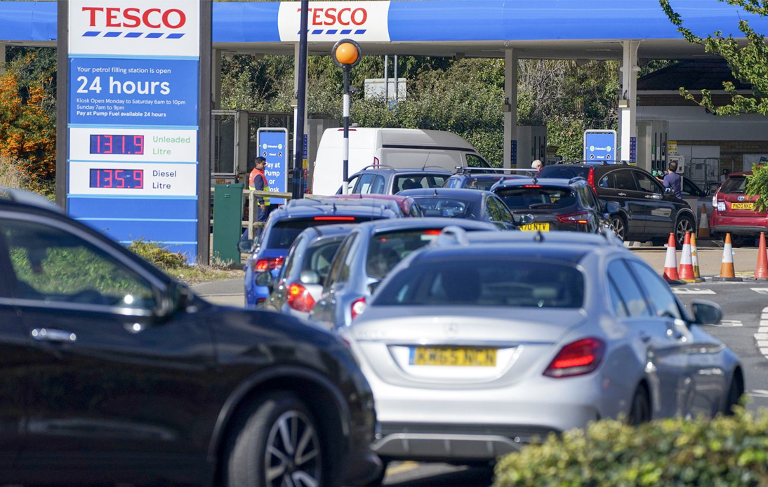 British Soldiers Could Deliver Gasoline as Fuel Crisis Worsens